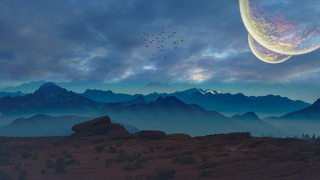 měsíc nad horami