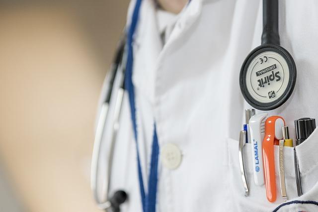 doktor se stetoskopem.jpg